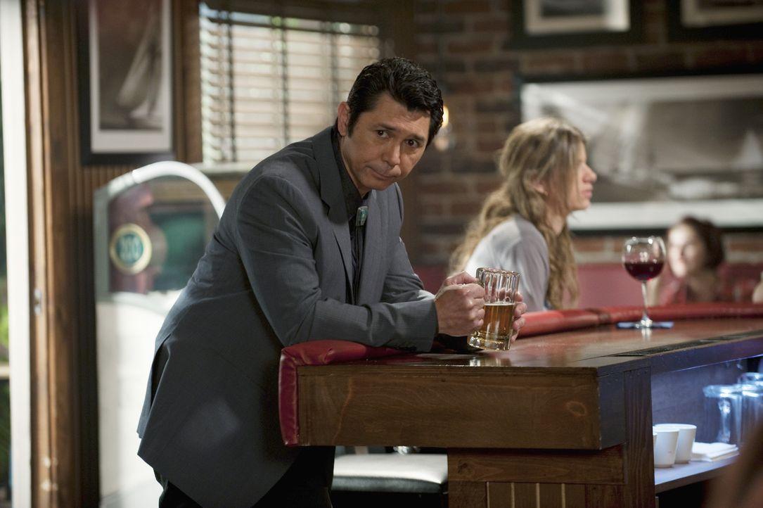 Ist von Bobbys Geschäftsidee begeistert: Lou Diamond Phillips (Lou Diamond Phillips) ... - Bildquelle: 2010 ABC INC.