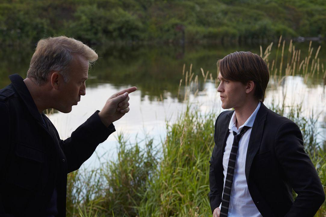Ist James William (James McGowan, l.) wirklich der Partner, den Santos (Michael Luckett, r.) in ihm sieht? - Bildquelle: 2014 She-Wolf Season 1 Productions Inc.
