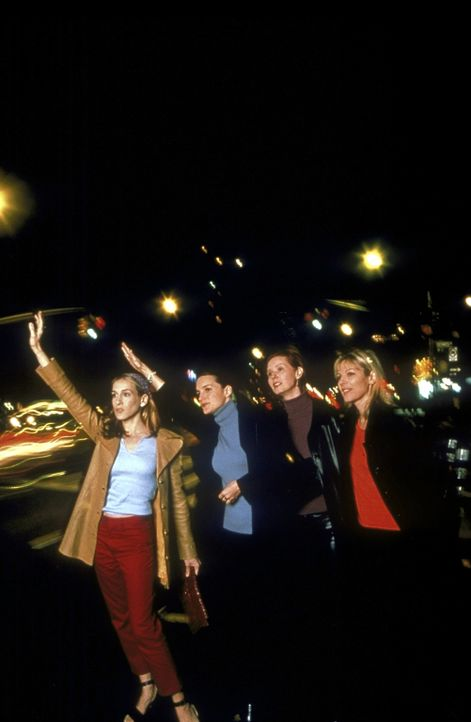 (v.l.n.r.) Carrie (Sarah Jessica Parker), Charlotte (Kristin Davis), Miranda (Cynthia Nixon) und Samantha (Kim Cattrall) lieben die Nächte in New Yo... - Bildquelle: Craig Blankenhorn 1998 HBO