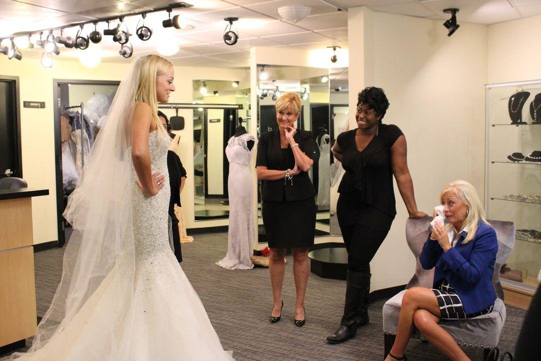 YouTube Star Taylor (l.) hatte eigentlich bereits ihr perfektes Hochzeitskleid gefunden, doch zwei Wochen vor der Hochzeit ist sie sich plötzlich ni... - Bildquelle: TLC & Discovery Communications