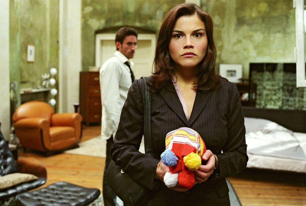 Melancholisch müssen Uli (Benjamin Sadler, hinten) und Pia (Katharina Wackernagel, vorne) feststellen, dass sie einander verloren haben...Ist das w... - Bildquelle: Sat.1