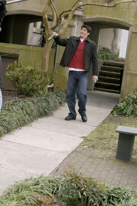 Da er über die Trennung von Haley nicht hinwegkommt, betrinkt sich Nathan (James Lafferty) immer öfter ... - Bildquelle: Warner Bros. Pictures
