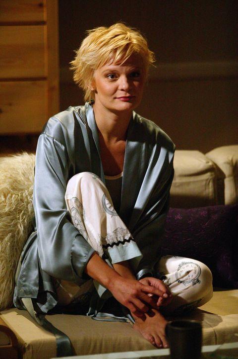 Venus (Martha Plimpton) erfährt überraschend, dass ihr Vater im Golfkrieg gefallen ist. - Bildquelle: The WB Television Network