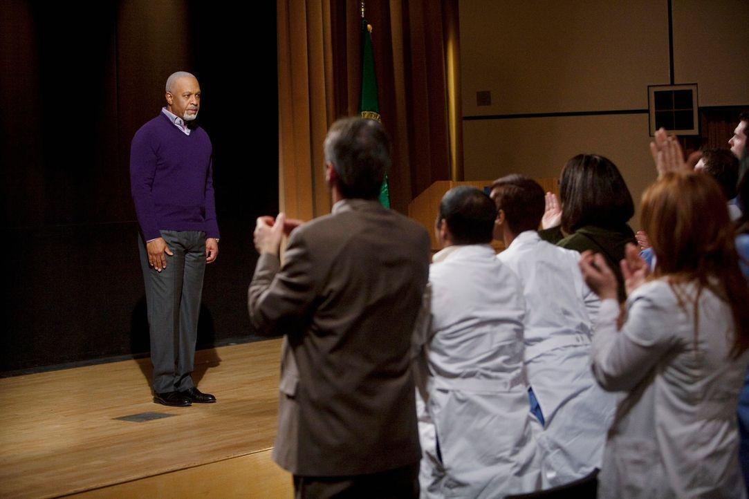 Als Webber (James Pickens, Jr.) seinen Vortrag hält, ist die Zeitreise perfekt. Er nimmt das Auditorium mit auf eine Reise in das Jahr 1982, als ein... - Bildquelle: Touchstone Television