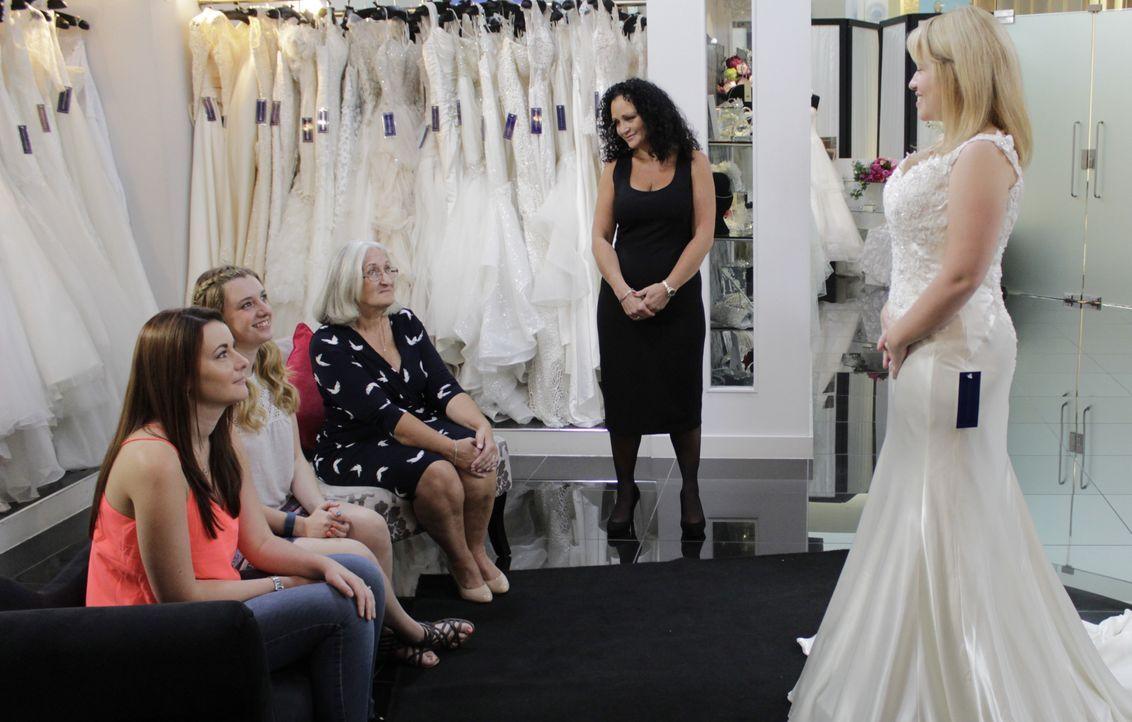 Braut Hannah streitet mit ihrer Mutter darüber, ob Spitze in ihrem Kleid sei... - Bildquelle: TLC & Discovery Communications