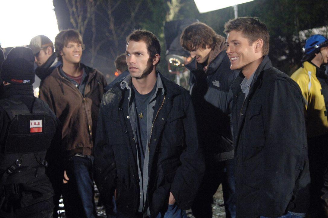 """Bei den Dreharbeiten zu """"Spukhaus"""" ... - Bildquelle: Warner Bros. Television"""