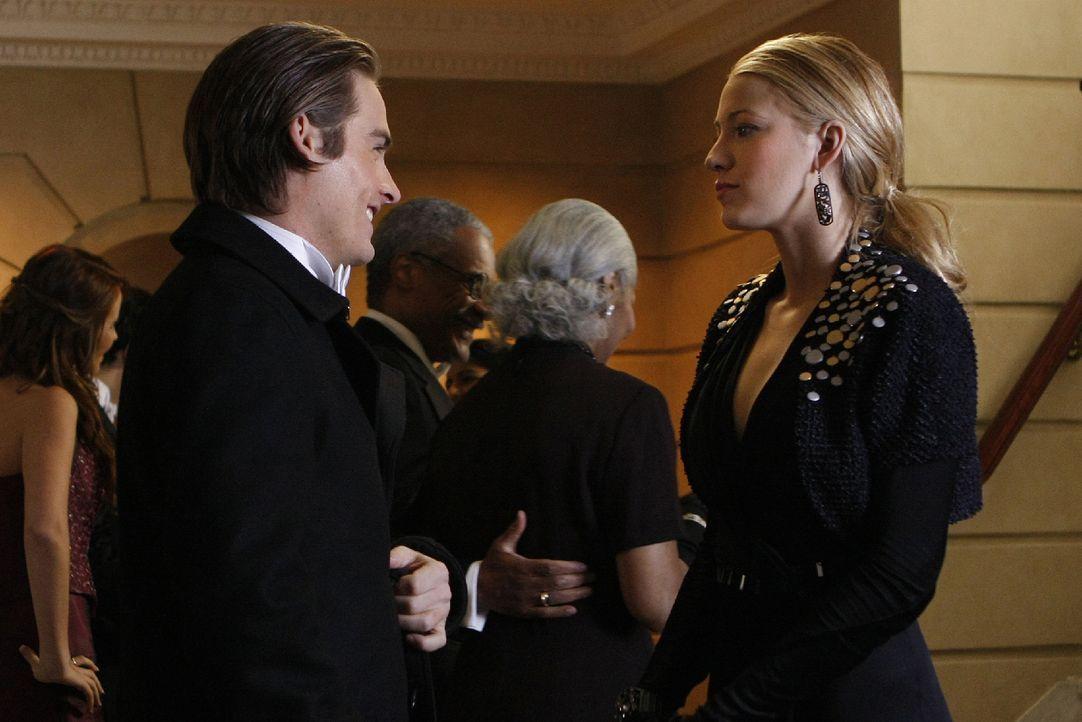 Damien (Kevin Zegers, l.) und Serena (Blake Lively, r.) kennen sich noch vom Internat - jetzt aber sind beide füreinander nur noch Mittel zum Zweck. - Bildquelle: Warner Brothers