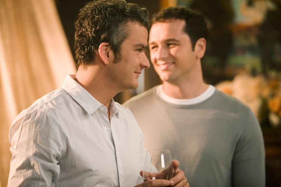 Es kommt zum Eklat zwischen den Brüdern Tommy (Balthazar Getty, l.) und Kevin (Matthew Rhys, r.) ... - Bildquelle: 2008 ABC INC.