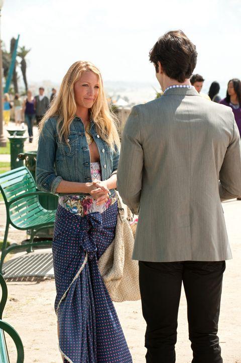 Was läuft zwischen Serena (Blake Lively, l.) und Marshal (Ethan Peck, r.)? - Bildquelle: Warner Bros. Television