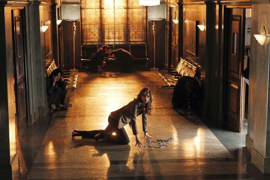 Dem Auftragskiller ist die Flucht aus dem Gerichtssaal gelungen. Kate Beckett (Stana Katic) nimmt die Verfolgung auf! - Bildquelle: ABC Studios