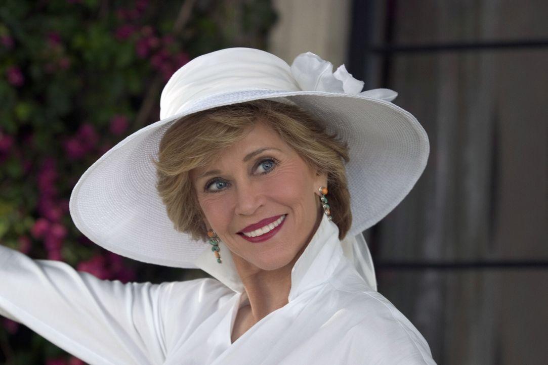 Viola (Jane Fonda) ist mit der Wahl ihrer Schwiegertochter keineswegs einverstanden und so zettelt sie einen Zickenkrieg an, in dessen Verlauf garst... - Bildquelle: Warner Bros. Pictures