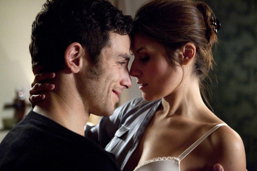 Bea (Vanessa Jung, r.) vertraut Michael (Andreas Jancke, l.) endlich an, dass sie eine handgreifliche Auseinandersetzung mit Alexandra hatte. Bea en... - Bildquelle: SAT.1