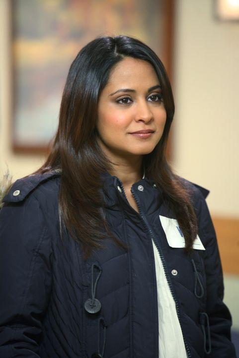 """Neela (Parminder Nagra) ist sich sicher, die richtige Entscheidung getroffen zu haben. Sie nimmt eine neue Stelle im """"Lechatlier Medical Centre"""" an... - Bildquelle: Warner Bros. Television"""