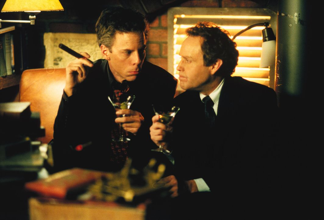 Der Streit zwischen Richard (Greg Germann, l.) und John (Peter MacNicol, r.) eskaliert. Kann eine Paartherapie den beiden Männern helfen? - Bildquelle: 2001 Twentieth Century Fox Film Corporation. All rights reserved.