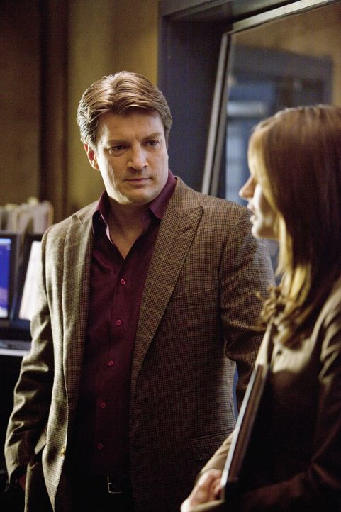 Die Ermittlungen gehen weiter: Richard Castle (Nathan Fillion, l.) und Kate Beckett (Stana Katic, r.) - Bildquelle: 2010 American Broadcasting Companies, Inc. All rights reserved.