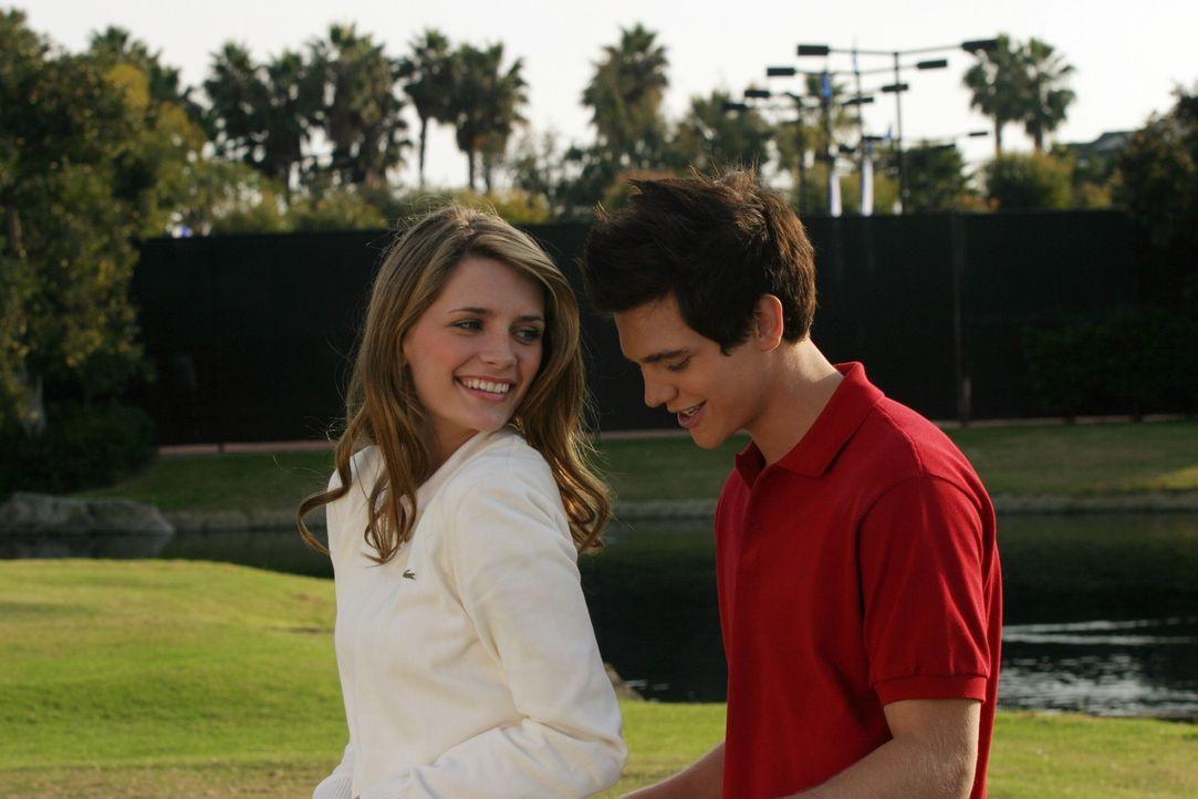 Eigentlich sollte es ein schönes Wochenende werden, doch als Marissa (Mischa Barton, l.) sich nur mit Oliver (Taylor Handley, r.) beschäftig, ende... - Bildquelle: Warner Bros. Television