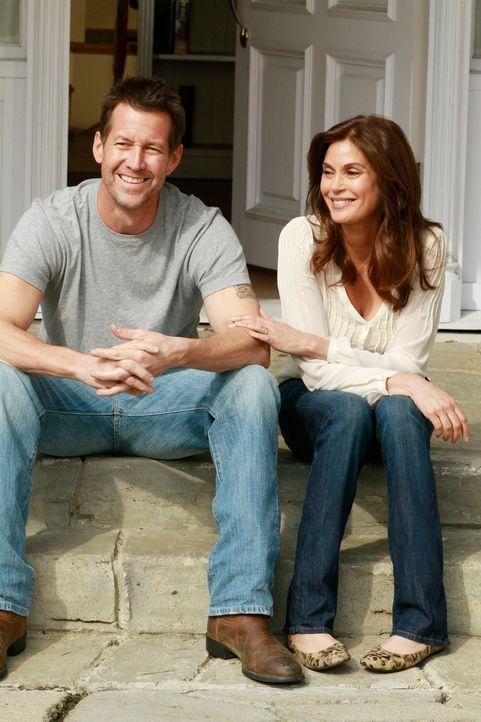 Auf Susan (Teri Hatcher, r.) und Mike (James Denton, l.) kommt eine schwere Zeit zu ... - Bildquelle: Touchstone Pictures