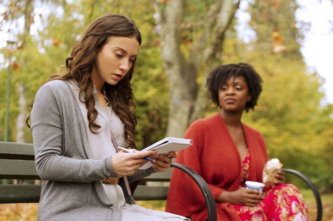 Um das Gute in ihrer Magie zu finden, bringt Richard Julia (Stella Maeve, l.) zu Kira (Yaani King, r.), in der Hoffnung mit ihr nur mit Hilfe der Ge... - Bildquelle: 2015 Syfy Media Productions LLC. ALL RIGHTS RESERVED.