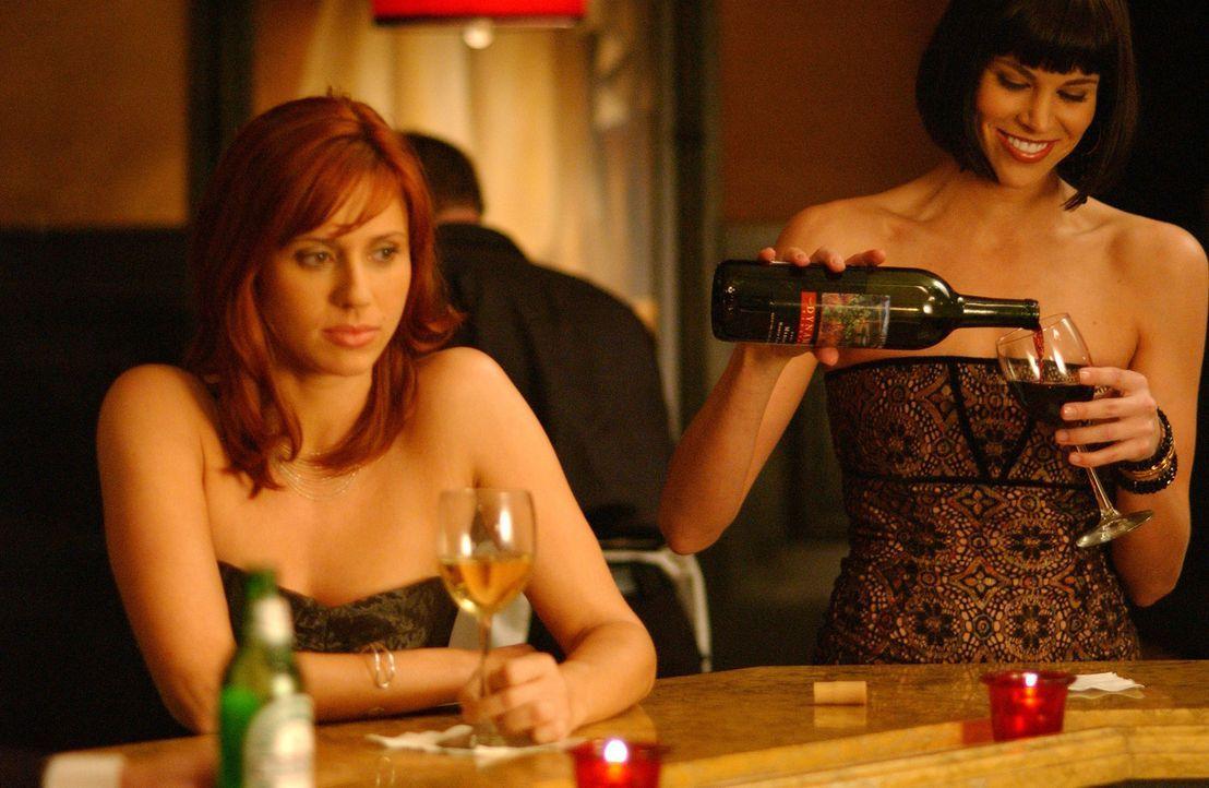 Holly Parker (Kristen Miller, l.) und Jan Lambert (Brooke Burns, r.) sind jung, sehen gut aus, sind beide karrieresüchtig und wohnen zusammen in ei... - Bildquelle: 2005 Sony Pictures Home Entertainment Inc. All Rights Reserved.