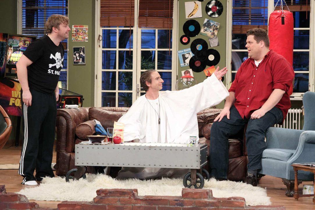 Der geplante Männerabend hält einige absurde Überraschungen bereit: Tetje (r.), Ingolf (M.) und Klempe (l.) ... - Bildquelle: Frank Hempel SAT.1