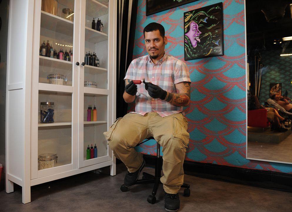 """Früher sprühte Samuel """"High Noon"""" Suarez illegal Graffiti - heute ist er preisgekrönter Tattoo-Künstler ... - Bildquelle: Jeff Daly spike"""