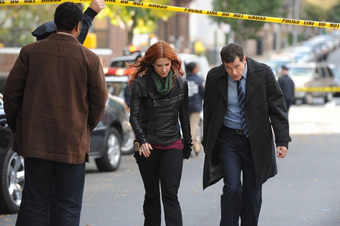 Versuchen einen neuen Mordfall zu lösen: Carrie (Poppy Montgomery, 2.v.r.) und Al (Dylan Walsh, r.) ... - Bildquelle: 2011 CBS Broadcasting Inc. All Rights Reserved.