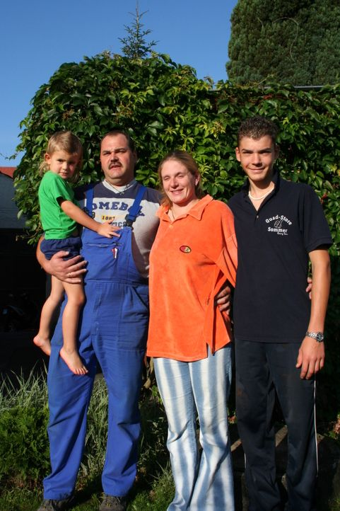 Familie Ziegler macht sich auf die Suche nach neuen Perspektiven und landet dabei in Spanien. In der Nähe von Roses möchten sie ein neues Leben be... - Bildquelle: kabel eins