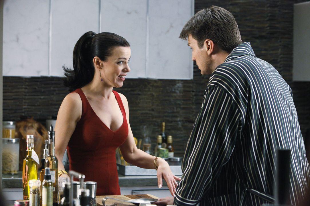 Richard Castle (Nathan Fillion, r.) kann kaum glauben, was ihm seine Agentin Paula Haas (Debi Mazar, l.) gerade mitgeteilt hat ... - Bildquelle: ABC Studios