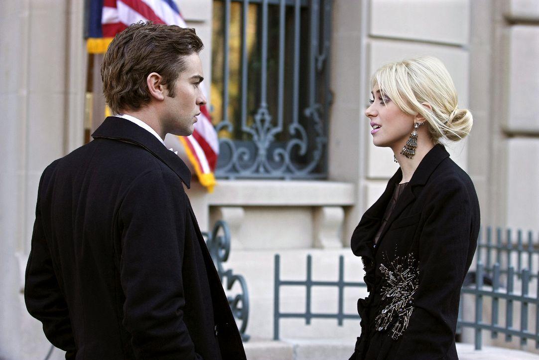 Da beide kein Date für den Abend haben, beschließen Nate (Chace Crawford, l.) und Jenny (Taylor Momsen, r.), gemeinsam auf die Feier zu gehen. - Bildquelle: Warner Brothers