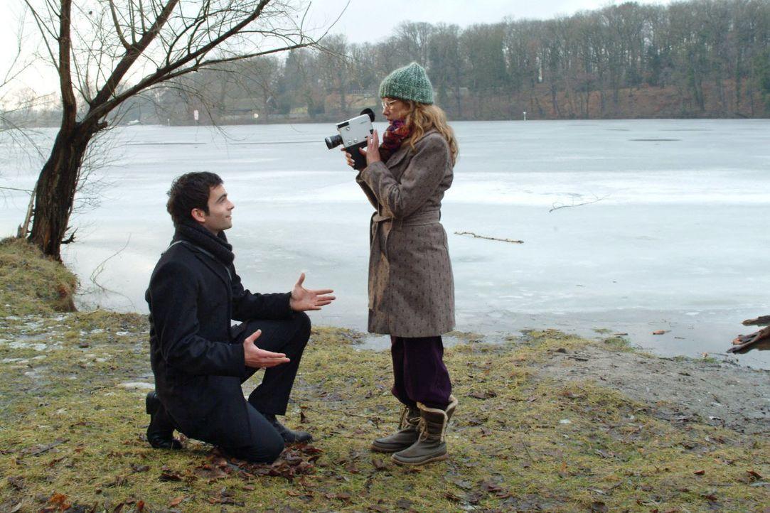 Im Zusammensein mit David (Mathis Künzler, l.) vergisst Lisa (Alexandra Neldel, r.) alles um sich herum. (Dieses Foto von Alexandra Neldel darf nur... - Bildquelle: Monika Schürle SAT.1 / Monika Schürle