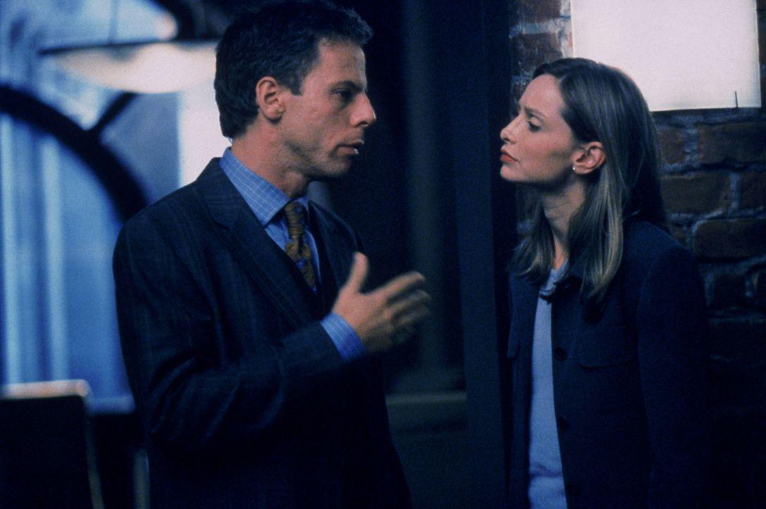 Haarscharf entgeht Richard (Greg Germann, l.) einer Anklage, während Ally (Calista Flockhart, r.) in ihrem neuen Fall eine Nonne verteidigen soll ... - Bildquelle: Twentieth Century Fox Film Corporation. All rights reserved.
