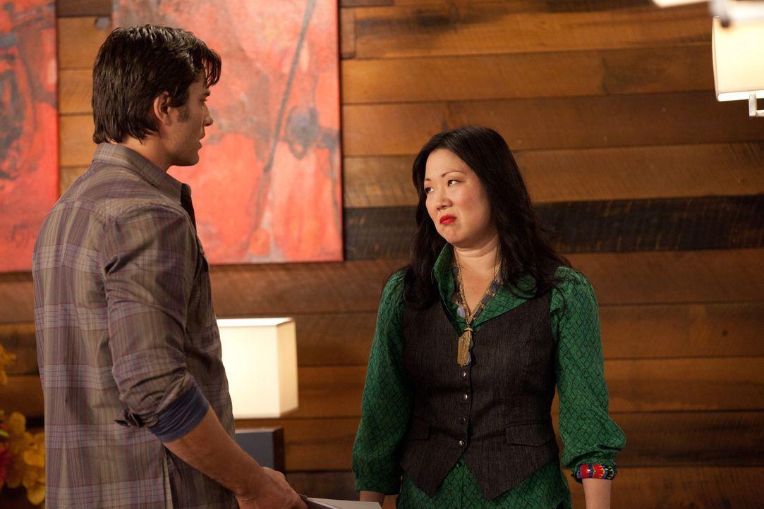 Teri (Margaret Cho, r.) kommt hinter ein dunkles Geheimnis ihres Freundes Gary (Victor Webster, l.) ... - Bildquelle: 2011 Sony Pictures Television Inc. All Rights Reserved.