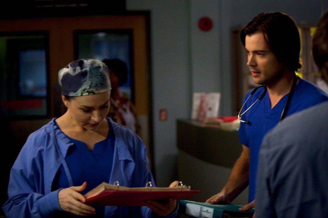 Versuchen alles, um Leben zu retten: Amelia (Caterina Scorsone, l.) und James (Matt Long, r.) ... - Bildquelle: ABC Studios