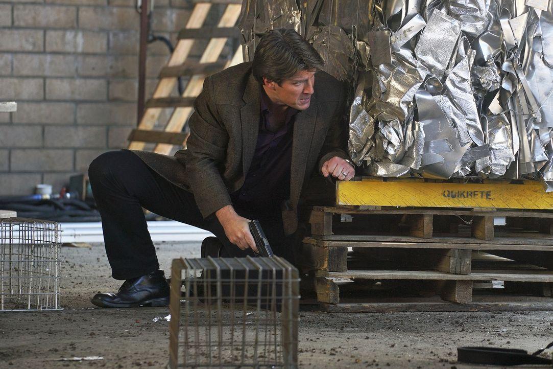 Als Castle (Nathan Fillion) von einem von LokSats Handlangern entführt und auf ein Verhör vorbereitet wird, ahnt er nicht, wer das Verhör führen wir... - Bildquelle: Byron Cohen 2016 American Broadcasting Companies, Inc. All rights reserved. / Byron Cohen