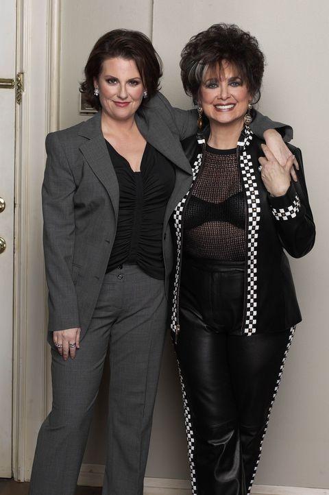 Grace richtet Karens Mutter Lois' (Suzanne Pleshette, r.) Wohnung ein. Mit wenig Geld und noch weniger Hilfe seitens Karen (Megan Mullally, l.). Am... - Bildquelle: NBC Productions
