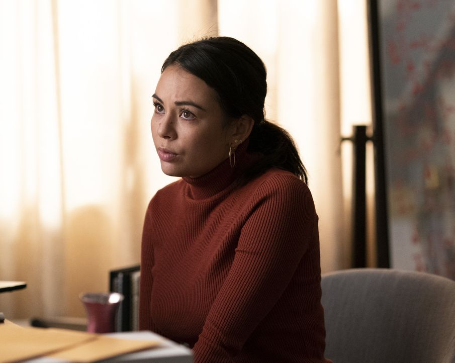 Mona Vanderwaal (Janel Parrish) - Bildquelle: Allyson Riggs 2019 Warner Bros. Entertainment Inc. All Rights Reserved. / Allyson Riggs