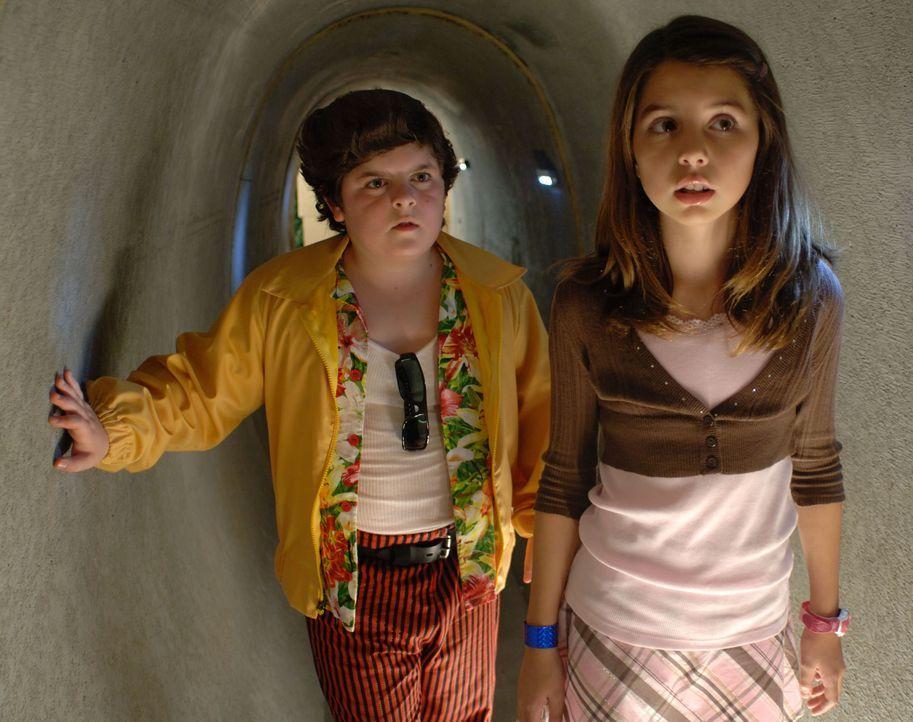 Kommen dem Dieb immer näher: Laura (Emma Lockhart, r.) und Ace Ventura Jr. (Josh Flitter, l.) ...