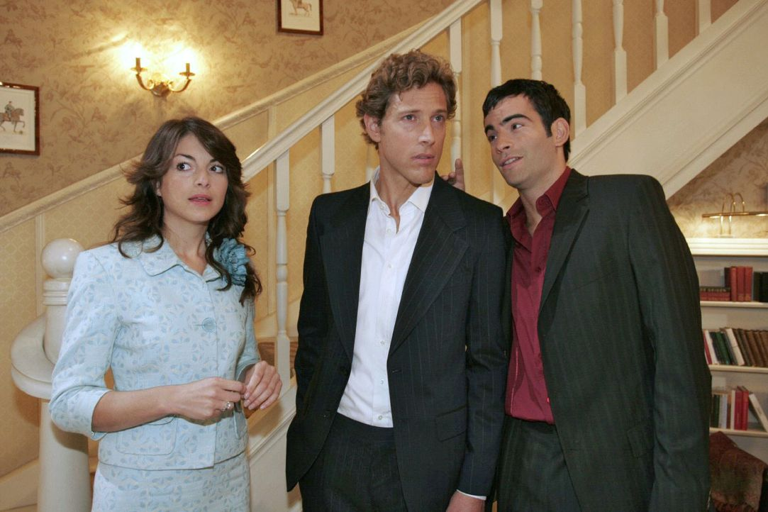 Mariella (Bianca Hein, l.) fühlt sich ertappt, als David (Mathis Künzler, r.) nach Hause kommt und Lars (Clayton M. Nemrow, M.) in der Wohnung vorfi... - Bildquelle: Noreen Flynn SAT.1 / Noreen Flynn
