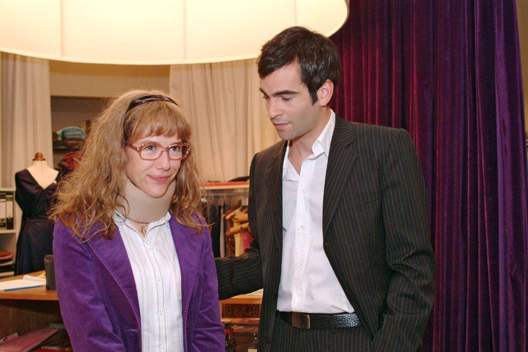 Nicht zuletzt dank Lisas (Alexandra Neldel, l.) Hilfe hat Hugo seine Inspiration wiedergefunden. David (Mathis Künzler, r.) weiß das zu schätzen... - Bildquelle: Sat.1