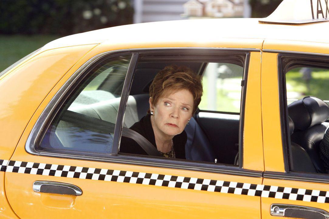 Macht sich mit dem Taxi auf und davon: Stella (Polly Bergen) ... - Bildquelle: ABC Studios