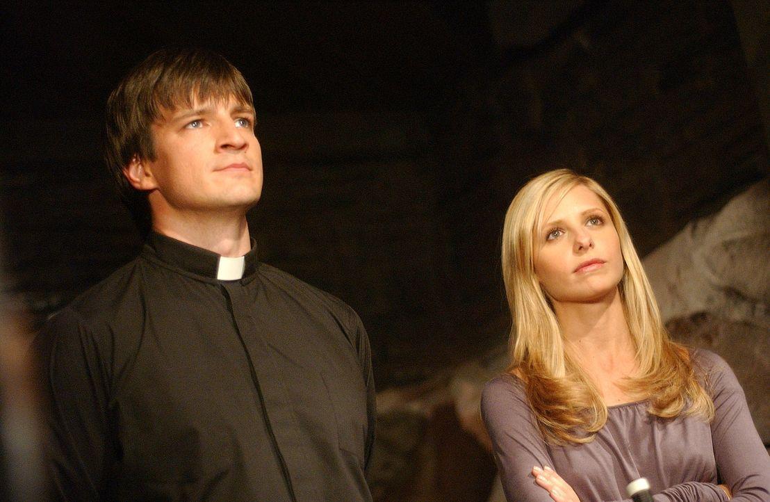 Als Buffy (Sarah Michelle Gellar, r.) Hinweise erhält, die darauf deuten, dass Caleb (Nathan Fillion, l.) in seinem Weinkeller etwas versteckt hält,... - Bildquelle: TM +   Twentieth Century Fox Film Corporation. All Rights Reserved.