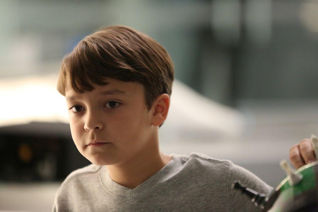 Ethans (Pierce Gagnon) Umprogrammierung zieht einige Folgen nach sich, mit denen Julie nicht gerechnet hatte ... - Bildquelle: Michael Yarish 2015 CBS Broadcasting Inc. All Rights Reserved.