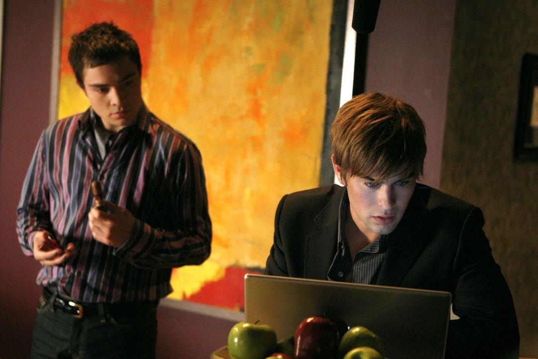 Die beiden Freunde Chuck (Ed Westwick, l.) und Nate (Chace Crawford, r.) wollen es sich so richtig gut gehen lassen und planen ein gemeinsames Woche... - Bildquelle: Warner Brothers