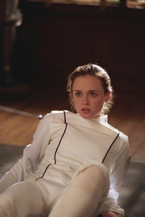 Während Rory (Alexis Bledel) mit einer Freundin zu kämpfen hat, die sauer auf sie ist, muss sich Emily mit einer Klage von einem alten Hausmädchen a... - Bildquelle: 2002 Warner Bros.