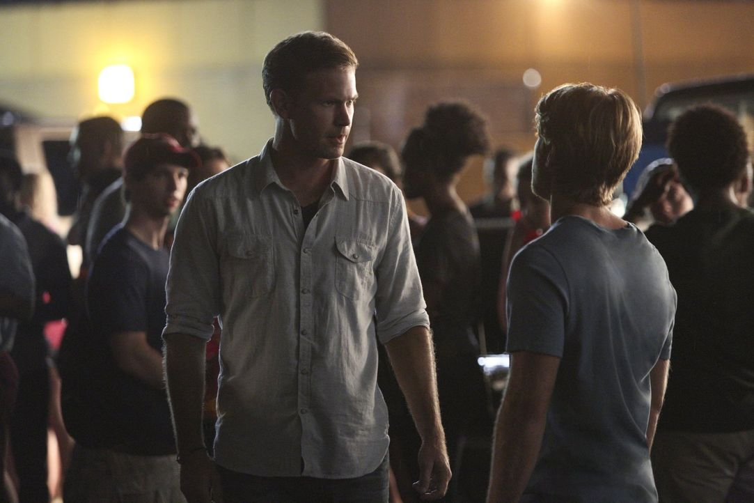 Auch Alaric (Matt Davis, l.) und Luke (Chris Brochu, r.) müssen sich eingestehen, dass die Ereignisse sie nie wirklich loslassen werden ... - Bildquelle: Warner Bros. Entertainment, Inc