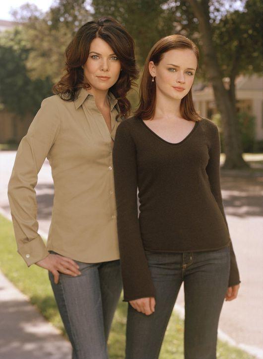 (5. Staffel) - Aufregende Zeiten warten auf Lorelai (Lauren Graham, l.) und Rory (Alexis Bledel, r.) ... - Bildquelle: 2004 Warner Bros.