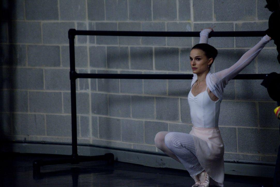 Die junge Nina (Natalie Portman) zählt zu den besten Balletttänzerinnen des New Yorker Ensembles. Sie trainiert jeden Tag wie eine Besessene, um den... - Bildquelle: 20th Century Fox