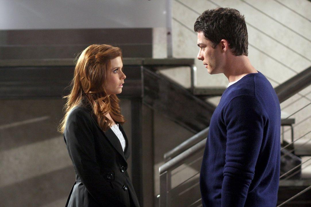 Zwischen Megan (Joanna Garcia, l.) und Will (Brian Hallisay, r.) kommt es zum Streit, weil Will dank seines Vaters den Job bekommt, den Megan wollte... - Bildquelle: Warner Bros. Television