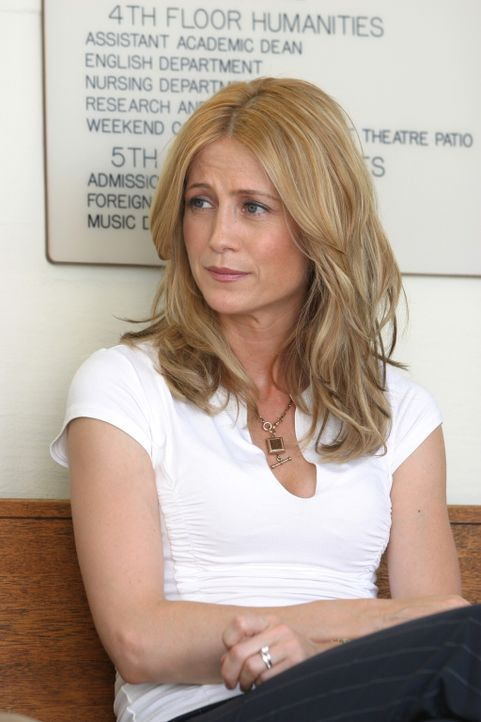 Kirsten (Kelly Rowan) rät Ryan zu einer Aufnahmeprüfung auf eine höhere Schule ... - Bildquelle: Warner Bros. Television
