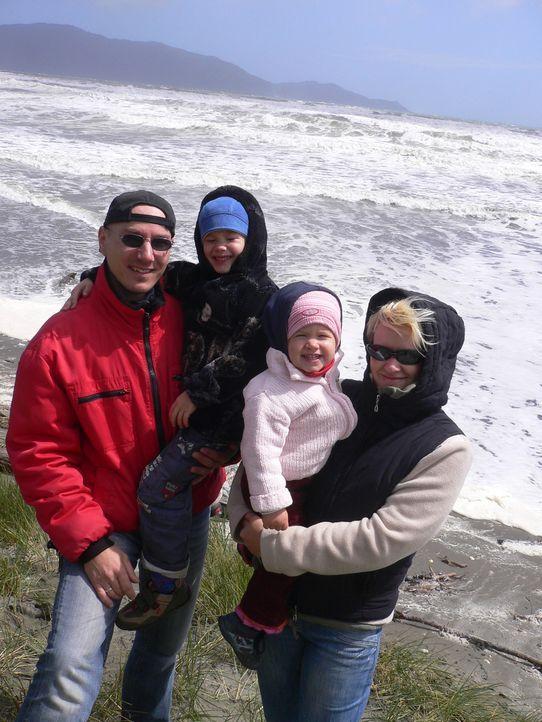 Klempner Denis Hill (35) und seine Frau Janette (28) haben den Schritt in ein neues Leben gewagt. Damit für sie und ihre beiden Kinder Louis (4) un... - Bildquelle: kabel eins
